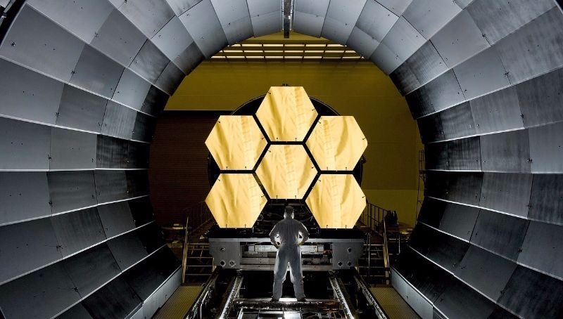 INDUSTRY 7- space-telescope-532989_1280 800
